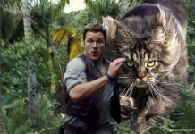Chris Pratt dikejar Indominus Cat.