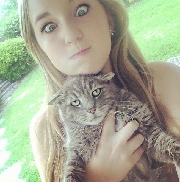 ogah selfi5 - Lihat Aksi Konyol 12 Kucing ini Saat Diajak Selfie. Mukanya Ngeselin Banget