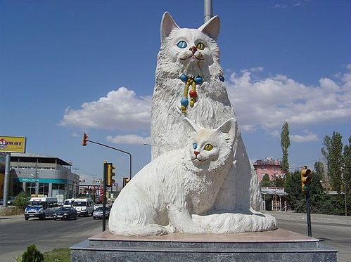 turkish angora statue - Mengenal Kucing Turkish Angora