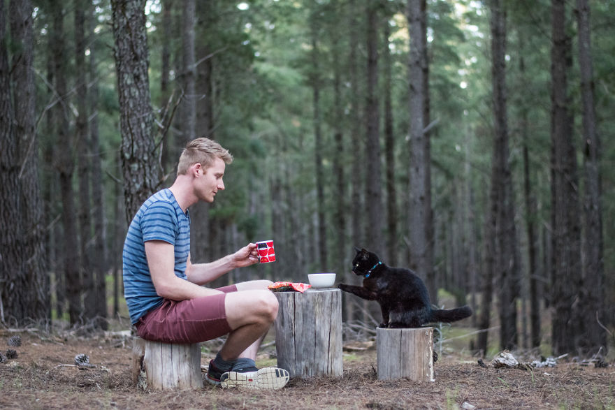 Setelah menjual semua kekayaan dan berhenti kerja, Rich memutuskan untuk traveling bersama kucing miliknya.